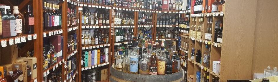 Très grand choix de whisky (Écossais, Irlandais, Japonais, Américains...)