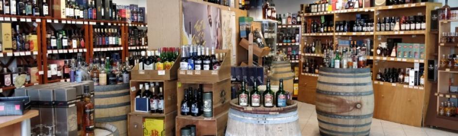 Très grand choix de whiskies et de Rhums